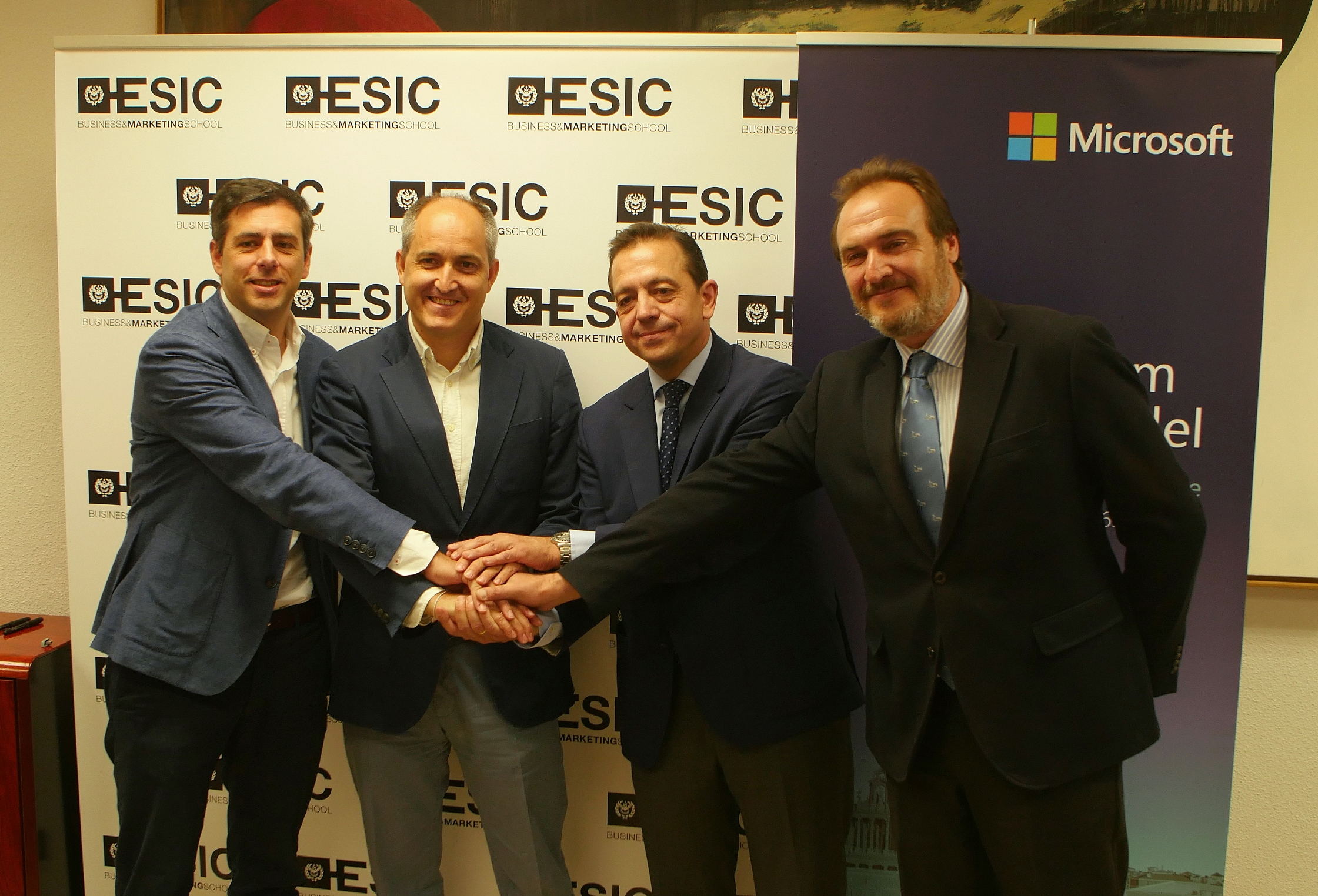 Acto de la firma del acuerdo ESIC-Microsoft 1